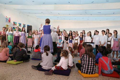 Die Eröffnung wurde vom Landeskinderchor mit Leiterin Birgit Plankel umrahmt.