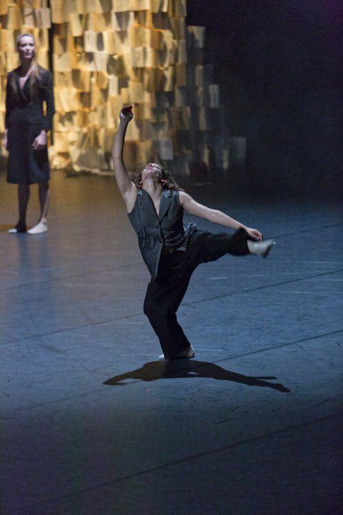 "Die ""imPerfect Dancers Company"" hat Shakespeares Drama ""Hamlet"" als atemberaubendes Tanztheater umgesetzt.mathis"