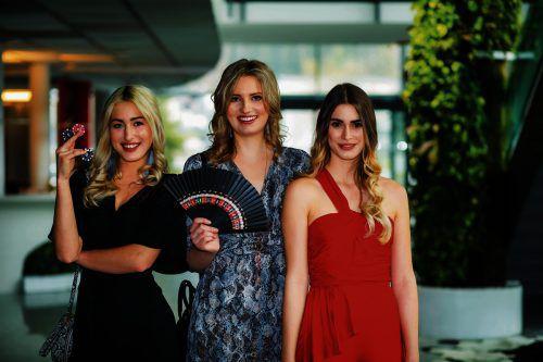 Die Kandidatinnen sind bereit für ihren großen Auftritt im Casino Bregenz. VN/Paulitsch