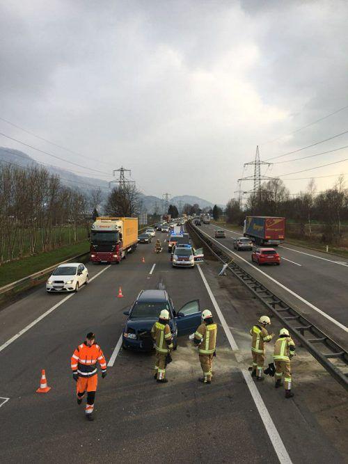 Die Überholspur war nach dem Unfall bis 17.30 Uhr gesperrt. FW Hohenems