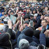 Russen demonstrieren nach Brandtragödie