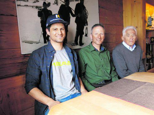 Drei erfolgreiche Skigenerationen: Europacupsieger Johannes Strolz, Olympiasieger Hubert Strolz und Ewald Strolz, einer der ersten staatlich geprüften Skilehrer Vorarlbergs.Übelher