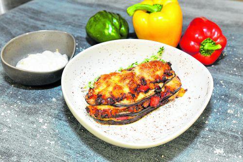 Eignet sich perfekt zum Vorkochen und mit ins Büro nehmen: die vegetarische Auberginenlasagne.Oliver lerch