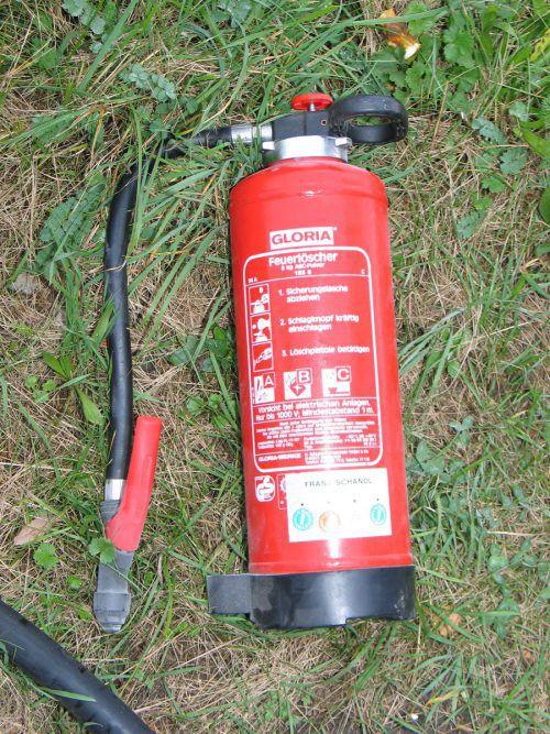 Ein altes Rätsel um einen beschädigten Feuerlöscher ist wieder brandaktuell.