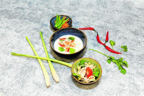 Ein schnelles und gesundes Mittagessen fürs Büro: Die Tom Kha Gai Suppe.oliver Lerch