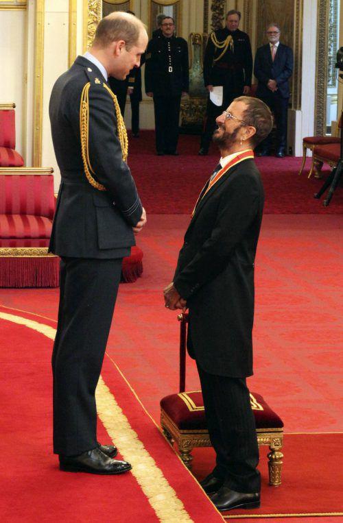 Ex-Beatle Ringo Starr wurde von Prinz William im Buckingham-Palast zum Ritter geschlagen. Begleitet wurde er von seiner Frau Barbara Bach. AP