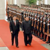 Vor Treffen mit Trump sucht Nordkoreas Machthaber Kim Nähe zu China. A2