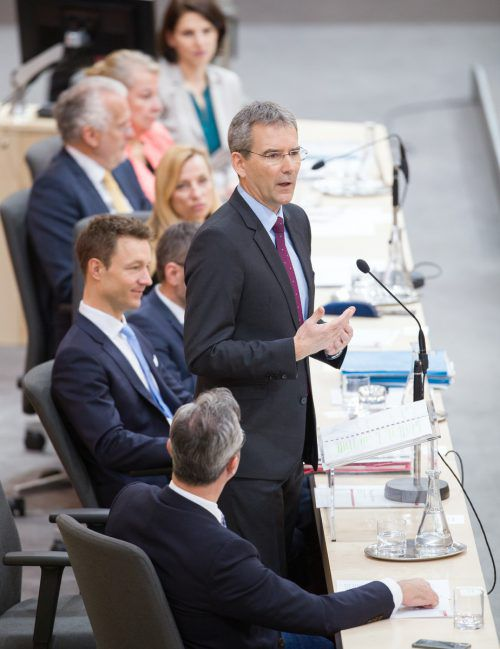 Finanzminister Hartwig Löger (ÖVP) hielt am Mittwoch seine erste Budgetrede. Für 2019 peilt er einen Budgetüberschuss an.APA