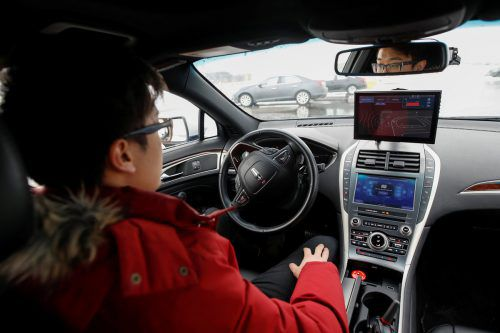 Forscher im Allgäu haben herausgefunden, dass Sitzen hinter dem Lenkrad eines selbst fahrenden Autos Stress bedeutet. Rts