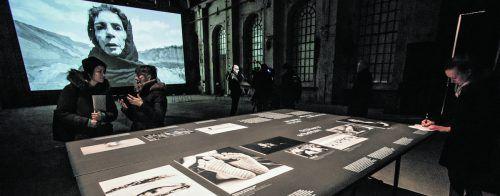 """Im Mittelpunkt der Ausstellung """"Dreamers Trilogy"""" stehen drei Kurzfilme der iranischen Künstlerin Shirin Neshat. VN/Steurer"""