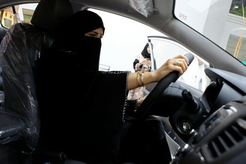 Im September hatte das Land angekündigt, Frauen das Autofahren erlauben zu wollen.