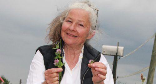 Ingeborg Sponsel spricht im Rathaus Bludenz über heimische Heilpflanzen.