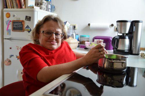 Karin Stöckler kocht selbst. Sie schupft auch ihren gesamten Haushalt selbst.  HRJ