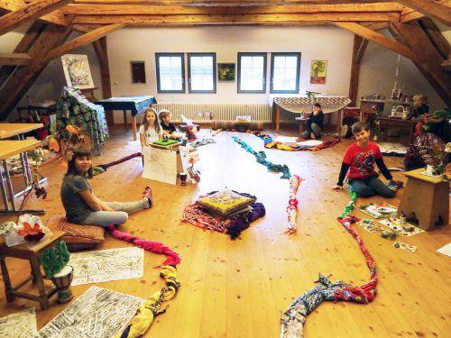 """Kinder schätzen die Kreativwerkstatt im Atelier """"Dachboden"""" im Pfarrgemeindehaus Gaißau. ajk"""