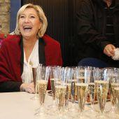 228 Flaschen Champagner für Rechtsfraktion