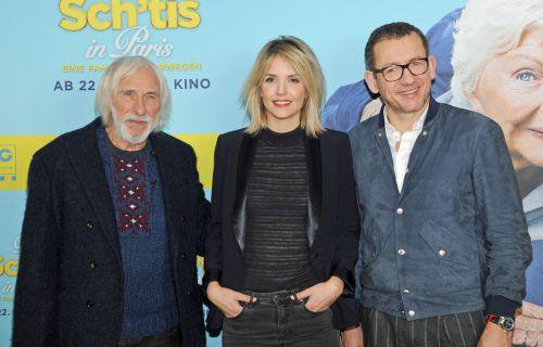 """Pierre Richard (l.) und Dany Boon spielen in""""Die Sch'tis in Paris – Eine Familie auf Abwegen"""" Vater und Sohn. Laurence Arne verkörpert im Film die Ehefrau von Boon."""
