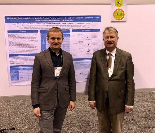 Prof. Heinz Drexel (r.) und Dozent Christoph Säly vor der prämierten Studie.vivit