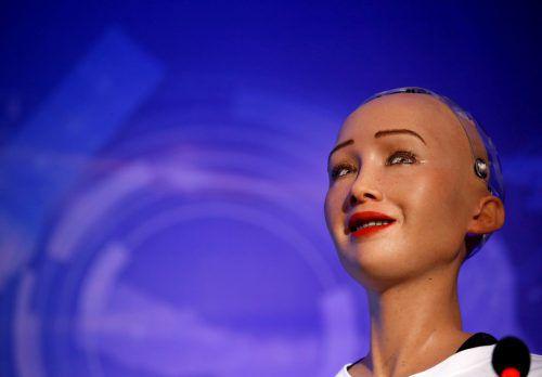 Sophia kann mittels künstlicher Intelligenz einfache Unterhaltungen führen. RTS