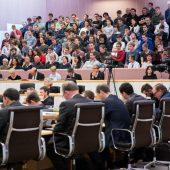 Bürger fühlen sich dem Landtag nah, der Gemeindevertretung näher