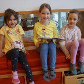 Volksschüler zu Gast im Kindergarten