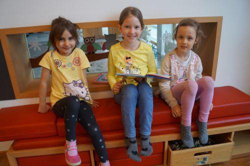 Übersaxner Volksschüler statteten dem örtlichen Kindergarten einen Besuch ab. VN