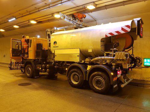 Waschfahrzeuge sind die nächsten Wochen in Vorarlbergs Tunnel unterwegs. Asfinag