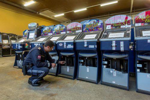 Wieder wurden von der Polizei Glücksspielautomaten beschlagnahmt.VN/Paulitsch