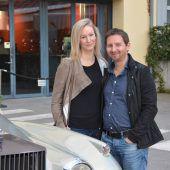 200 Hochzeitsfans und ein Rolls Royce