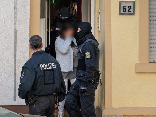 1500 Beamte haben 62 Objekte in zwölf Bundesländern durchsucht. dpa