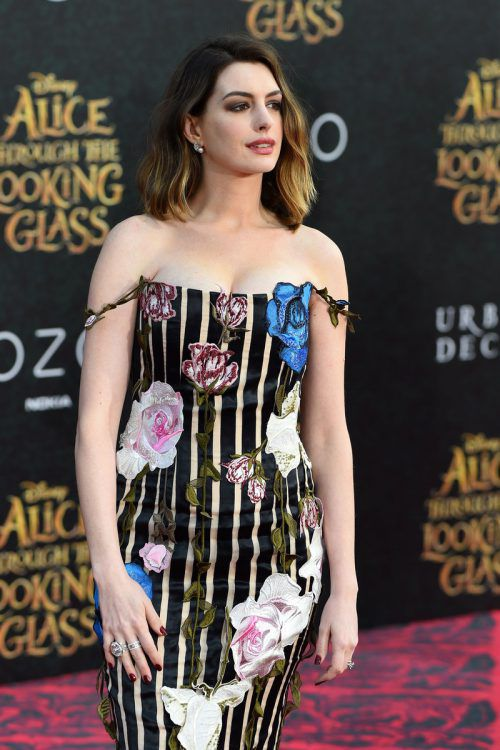 """Actress Anne Hathaway attends the premiere of Disney's """"Alice Through The Looking Glass,"""" May 23, 2106 at the El Capitan Theatre in Hollywood, California. / AFP PHOTO / Robyn BECK"""