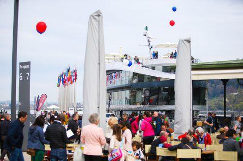 Am gestrigen Sonntag war der Bregenzer Hafen das Ziel Tausender Besucher, galt es doch, die Schifffahrt hautnah zu erleben.vn/sams