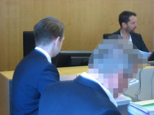 Am Mittwoch trafen sich der Ex-Bankkunde und die beklagte Bank vor Gericht. Noch sind viele Fragen offen. EC