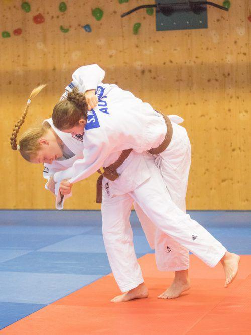 Anna-Lena Schuchter (l.) gewann in Berlin fünf ihrer sechs Kämpfe durch Ippon.VN/Sams