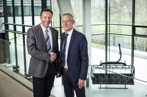 Anton Schwendinger (r.) legt die Geschäftsführung in die Hände Gassners. Fasching