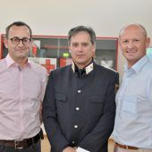 """<p class=""""caption"""">Arnold Brunner, Heinz Bischof und Joachim Weixlbaumer zeigten mit ihrem Kommen ihr Interesse an der Rot-Kreuz-Abteilung.</p>"""