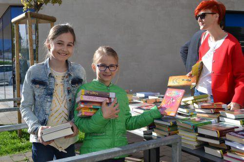 Auf dem Flohmarkt gab es Bücher für Groß und Klein. BI