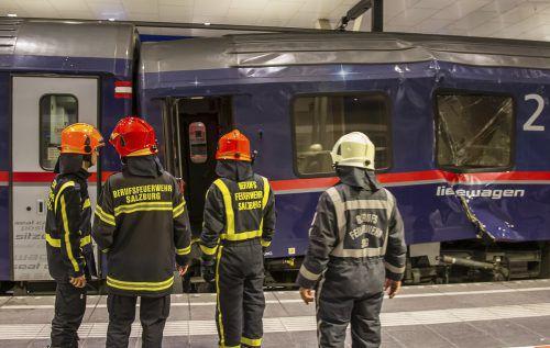 Beim Zusammenkoppeln zweier Nachtzüge aus Zürich und Venedig sind sieben von einer Verschublok geschobene Waggons auf sechs stehende Waggons geprallt. APA