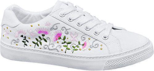 Blumenmuster             Leinen-Sneakers von Graceland mit Blumenstickereien; Gibt's um 22,90 Euro bei Deichmann.