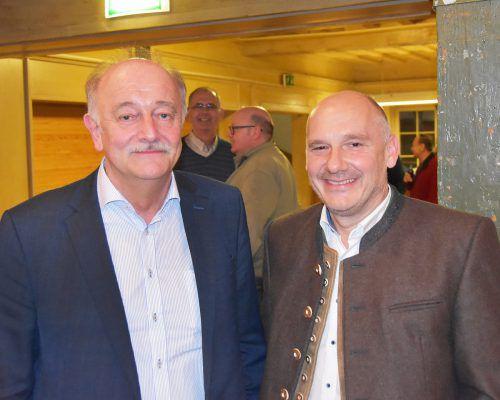 Bürgermeister Hans Bertsch übergibt sein Amt an Peter Halder. ajk