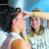 Lipgloss, Glätteisen und Haarspray