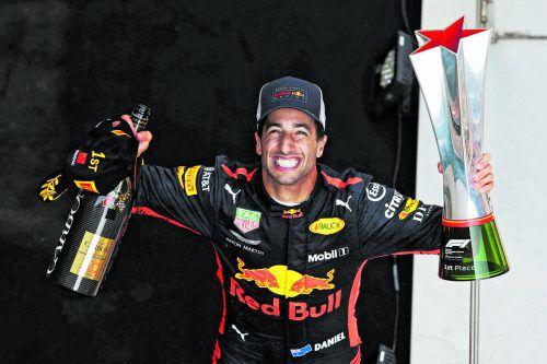 Daniel Ricciardo grinst nach seinem Sieg in Schanghai wie ein frisch lackiertes Hutschpferd. Der Australier feierte beim Grand Prix in China seinen sechsten Formel-1-Erfolg.gepa