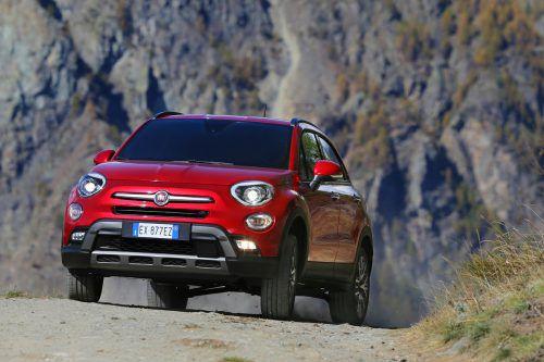 """Das Italo-Riesen-Baby Fiat 500L kann es als """"X"""" sowohl mit Asphalt als auch – wenn allradgetrieben – mit unbefestigtem Untergrund aufnehmen."""