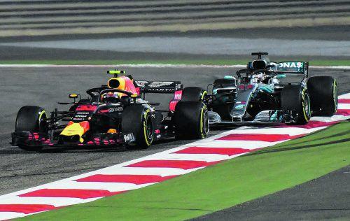 Das Manöver, bei dem sich Max Verstappen ins Aus manövrierte: der Niederländer beschädigte sich beim Mercedes von Lewis Hamilton den linken Hinterreifen.???