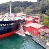 Frachtschiff rammt historische Villa
