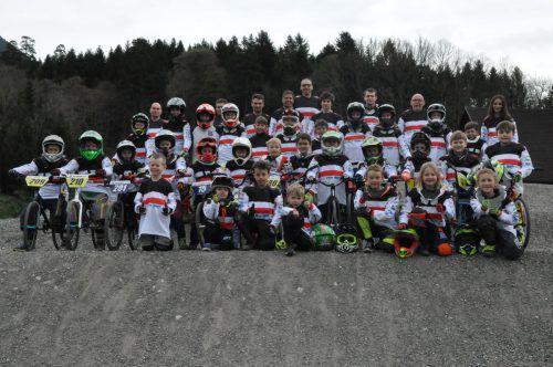 Der BMX Club Bludenz präsentiert das neue Trikot. cm
