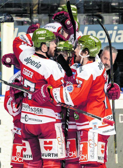 Der HCB Südtirol gewinnt in der Eiswelle, zwingt den EC Salzburg zu einem siebten Duell am Freitag im Volksgarten.apa