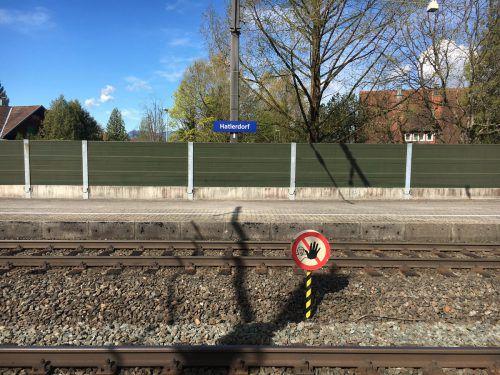 Der Rentner stürzte bei der Haltestelle Hatlerdorf auf die Gleise. Madlener