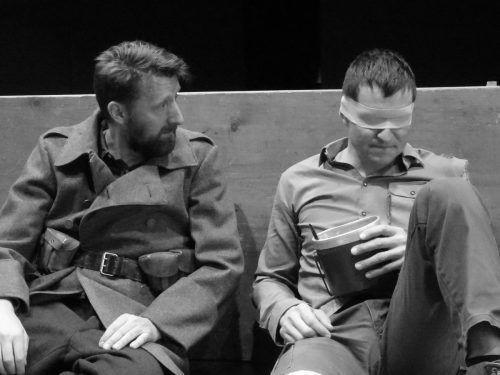 """Der Theaterverein Bizau zeigt in diesem Jahr im Gebhard-Wölfle-Saal das Stück """"BrosesVere — Ein Dorf im Krieg""""."""