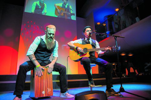 Der Vorarlberger Sänger Falco Luneau sorgte mit der Ode an den verstorbenen DJ Avicii für einen Gänsehautmoment.