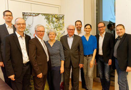 Der Vorstand des Krankenpflegevereins Hohenems mit Ehrengästen bei der Jahreshauptversammlung. TF